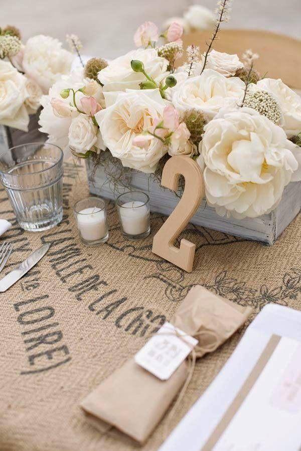Table-for-wedding-sahabby-chic-flowers-white