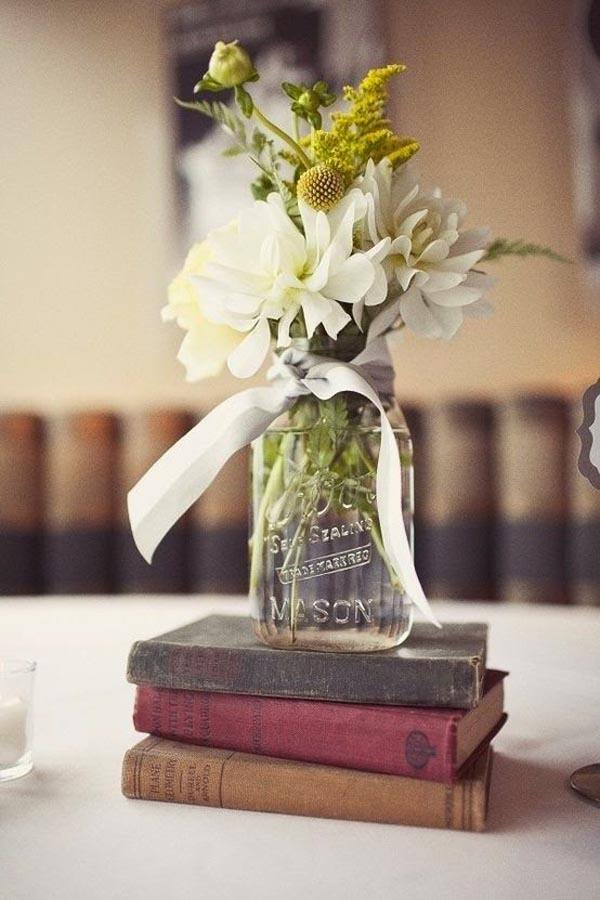 Table-for-wedding-vintage-books
