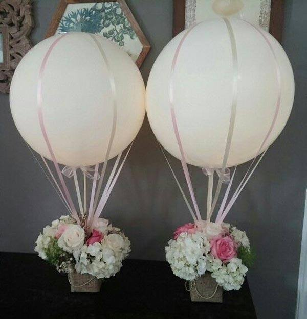 Center-of-table-for-communion-balloons-flowers