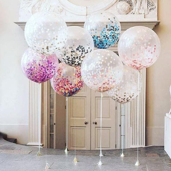 Center-of-table-for-fifteen-years-balloons-colors