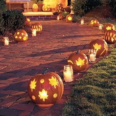Decoración-halloween-entrada-con-calabazas-tétricas