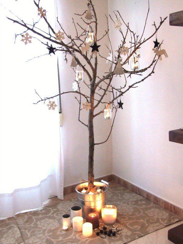 Trees-with-branches-dry-with-ornaments-and-candles