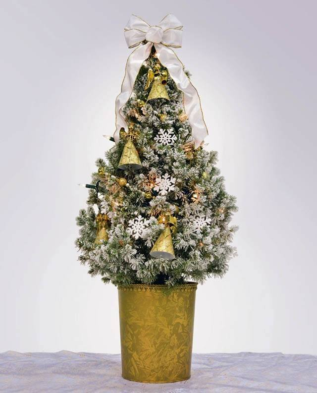 Trees-of-christmas-small-white-and-gold