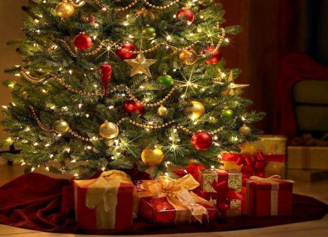 arboles-de-navidad-rojo-y-dorado-con-luces