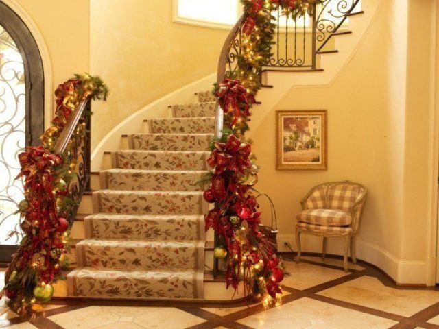 bolas-de-navidad-amarillo-ventanas-jardines-cortinas