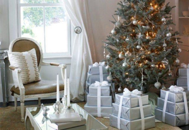 bolas-de-navidad-azules-ventanas-jardines-cortinas