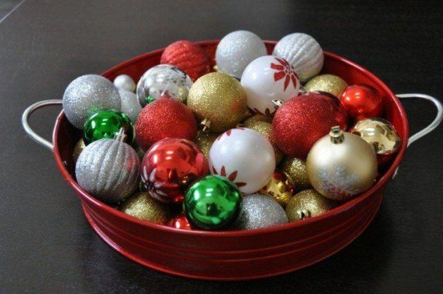bolas-de-navidad-centros-mesa-blanco-flores