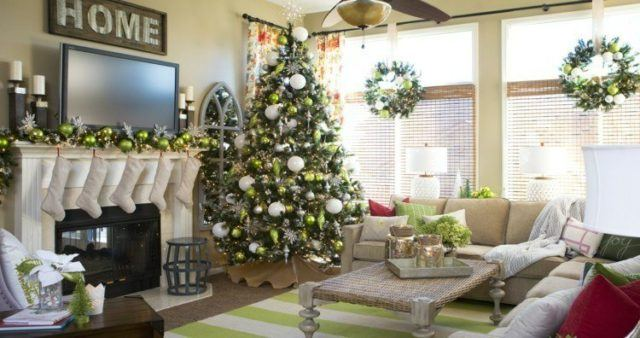 Balls-of-christmas-fireplace-natural-crowns-style
