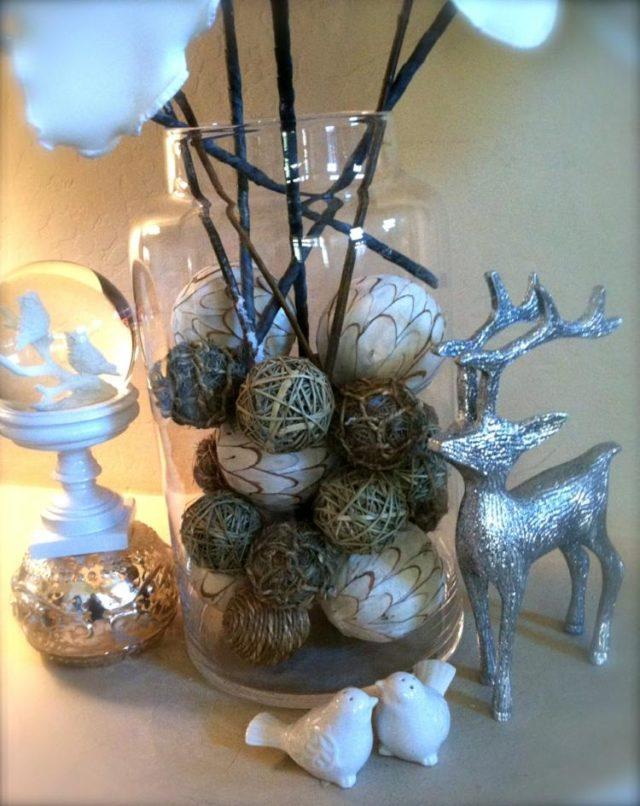 Christmas-balls-with-reindeer-silver