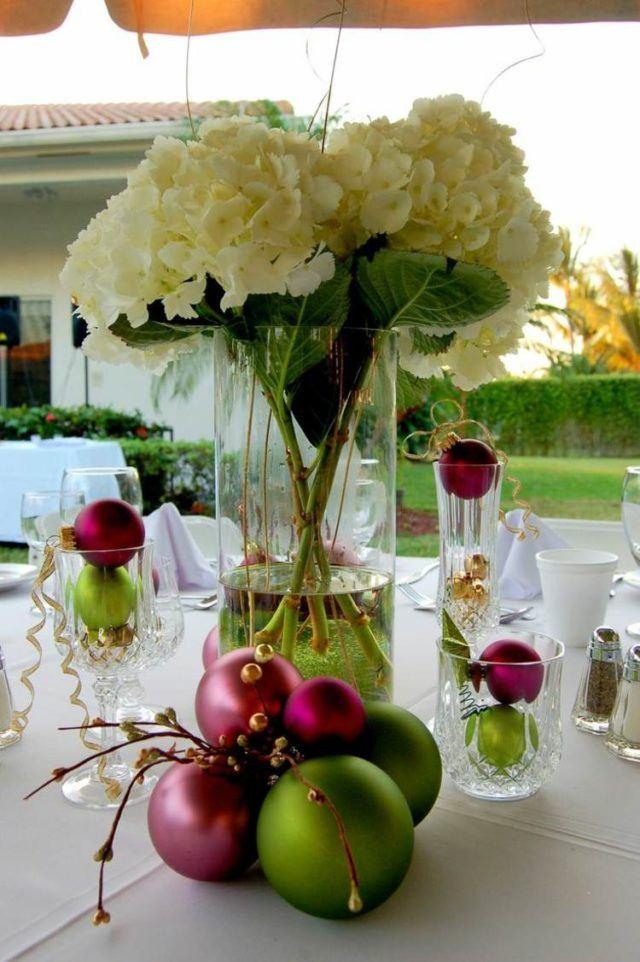 bolas-de-navidad-para-centros-de-mesa-con-flores