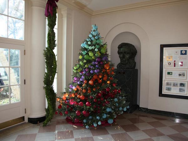 Tree-decoration-of-christmas-rainbow-colors-balls
