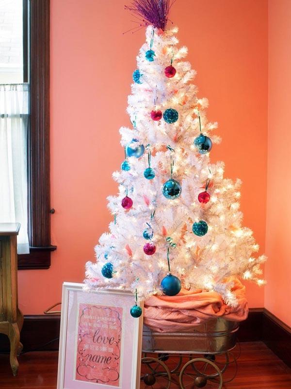 decoracion-de-arboles-de-navidad-blanco-bolas-azul-rosa