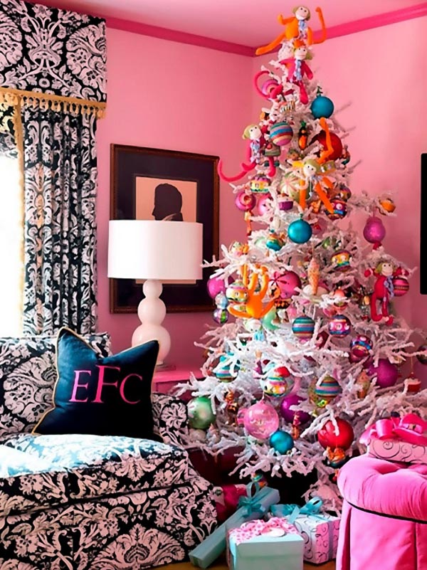 Decoration-of-trees-of-christmas-white-decoration-pink