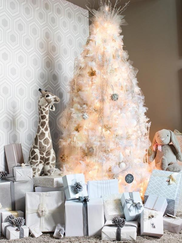 decoracion-de-arboles-de-navidad-blanco-regalos-salon