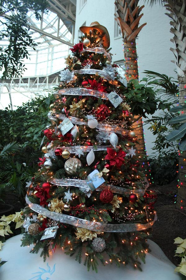 Decoration-of-trees-of-navidad-balls-large-small