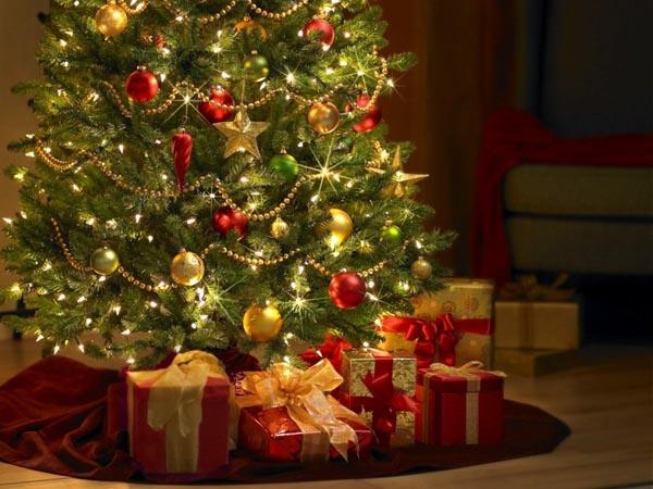 decoracion-de-arboles-de-navidad-regalos-rojos