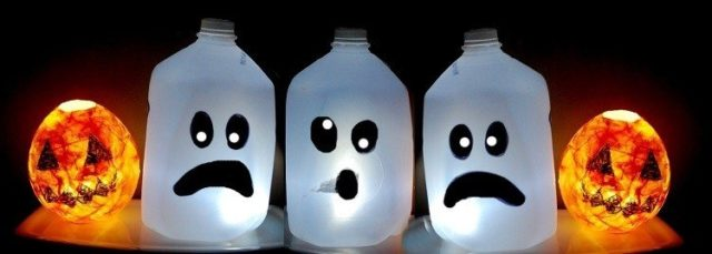 Decoration-halloween-bottles-plastic-faces-hallowenn