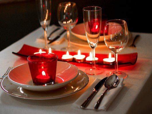 decoracion-san-valentin-preparar-la-mesa-velas