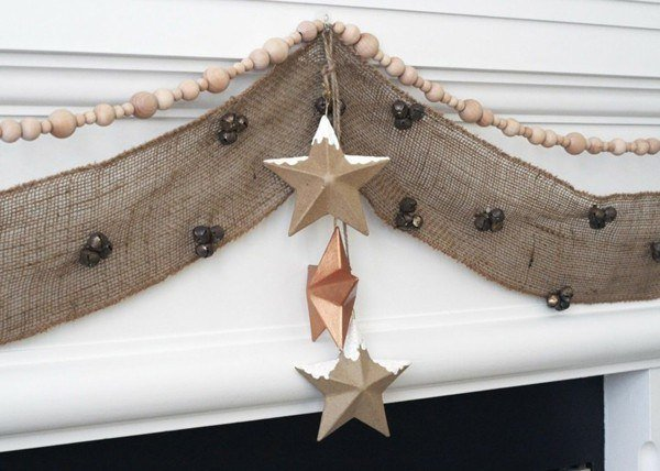 Stars-of-christmas-with-garland-of-cloth