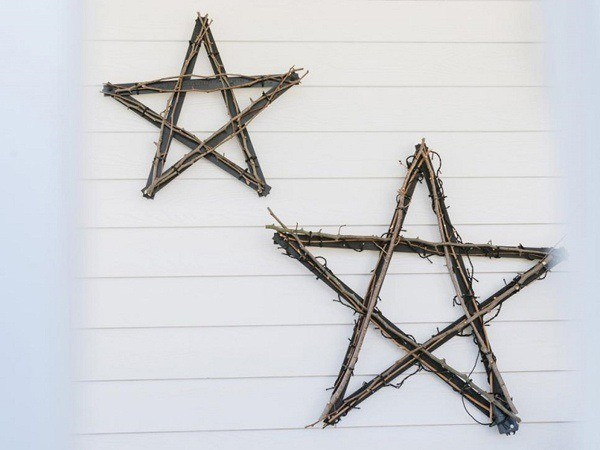 Christmas-stars-in-the-wall