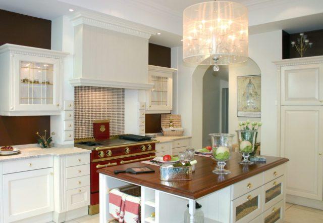 Cocinas rusticas modernas isla central madera cocina roja muebles ...