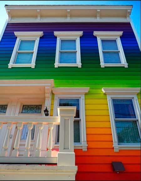 20-fotos-e-ideas-colores-fachadas-casas-exteriores-casa-pintada-de-arcoiris