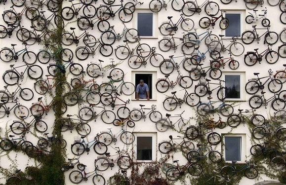 20-fotos-e-ideas-colores-fachadas-casas-exteriores-casa-pintada-de-bicicletas
