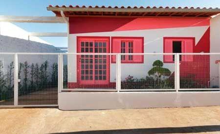 20-fotos-e-ideas-colores-fachadas-casas-exteriores-casa-pintada-de-rojo-blanco
