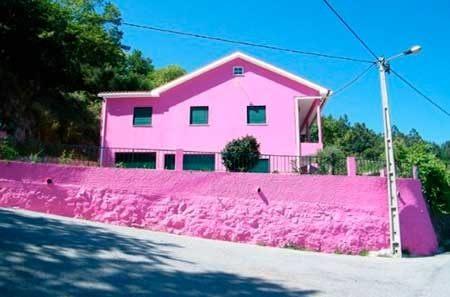 20-fotos-e-ideas-colores-fachadas-casas-exteriores-casa-pintada-de-rosa