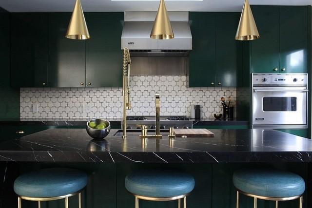 30-fotos-cocinas-decoradas-con-encanto-elementos-dorados