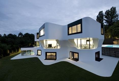 50-fotos-fachadas-casas-mas-bonitas-modernas-del-mundo-casa-de-estilo-futurista-con-formas-ovaladas