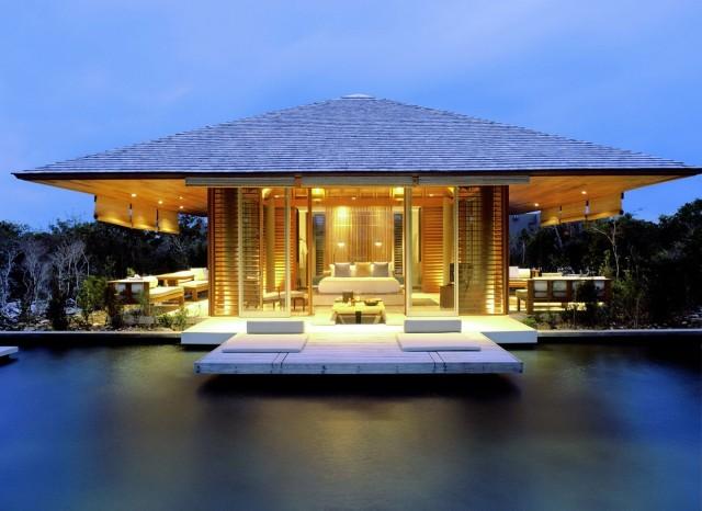 50-fotos-fachadas-casas-mas-bonitas-modernas-del-mundo-casa-de-estilo-futurista-con-tejado-clasico