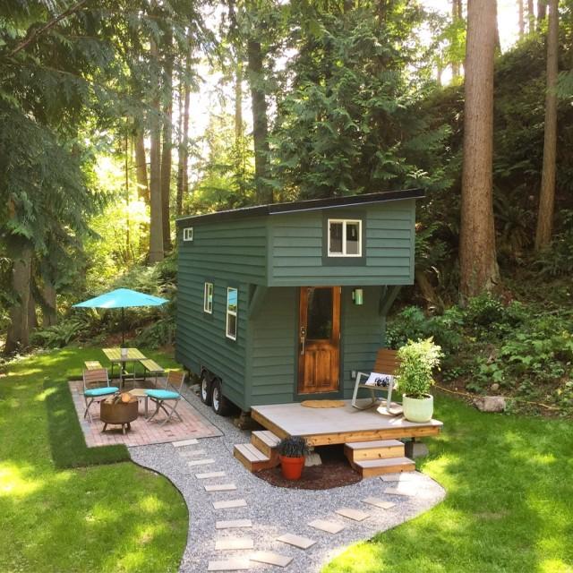50-fotos-fachadas-casas-mas-bonitas-modernas-del-mundo-casa-pequeña-verde-con-ruedas