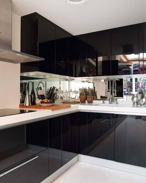 cocinas-pequenas-con-espejos-negra