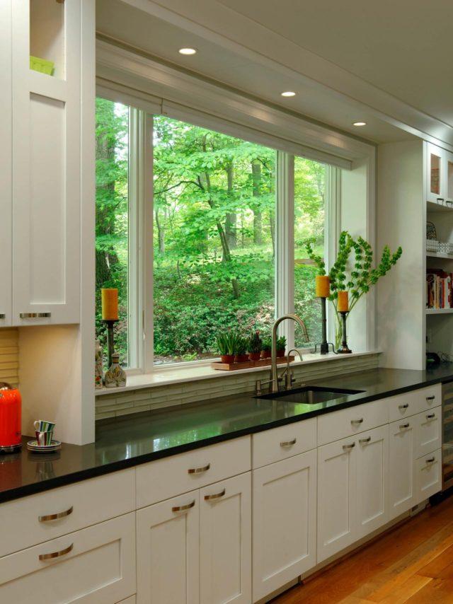 cocinas-pequenas-iluminacion-con-ventana-y-flores