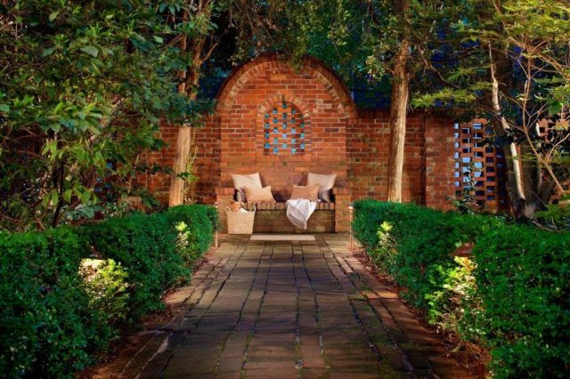 Garden-decor-rustic-way-to-sofa