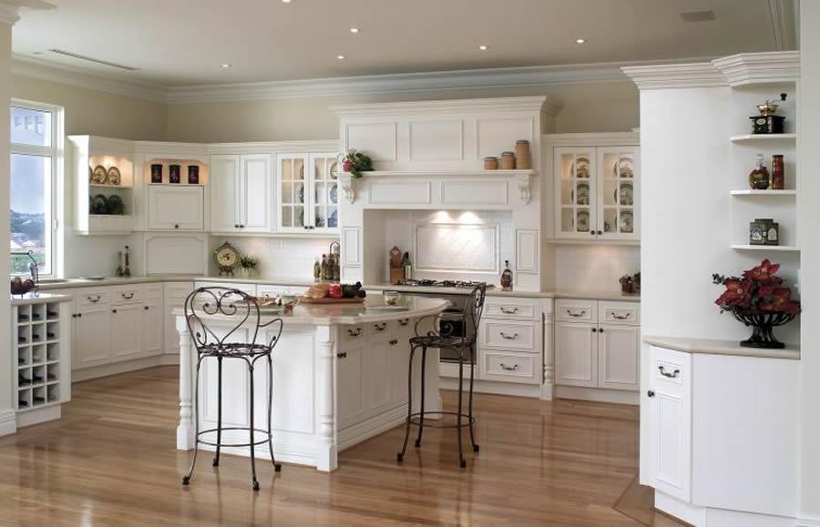 fotos cocinas decoradas con encanto cocina blanca sillas
