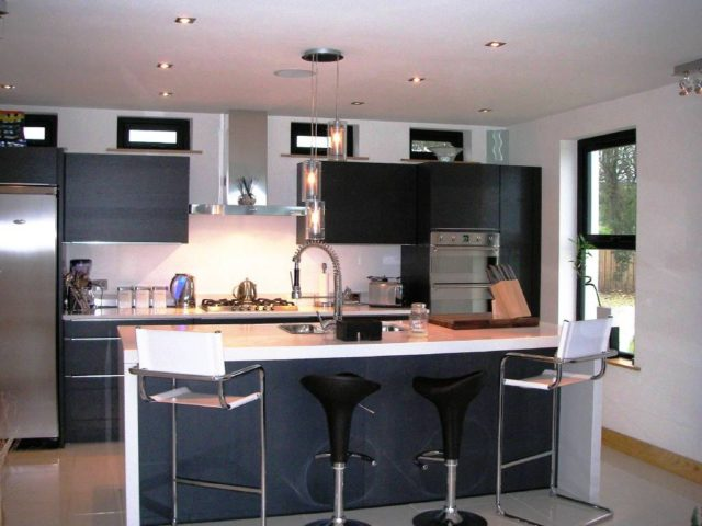 M s de 60 fotos de cocinas decoradas con encanto for Cocina blanca y negra
