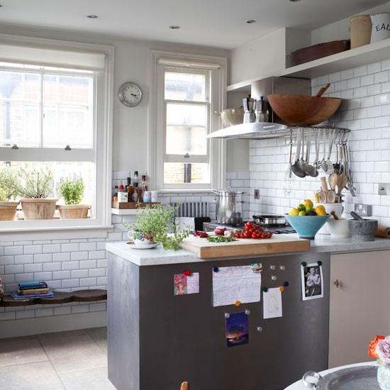 fotos-cocinas-decoradas-encanto-cocina-pequeña-en-gris-y-blanco