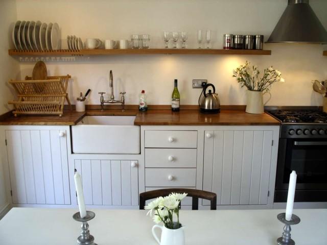 fotos-con-ideas-de-cocinas-de-obra-que-te-van-a-encantar-cocina-con-madera-blanca-y-marron