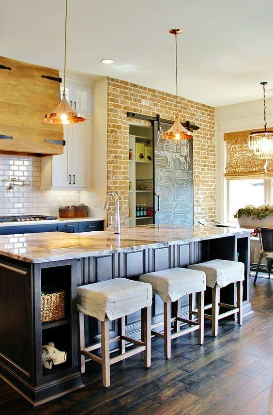 fotos-con-ideas-de-cocinas-de-obra-que-te-van-a-encantar-cocina-con-pared-ladrillo-isla-central