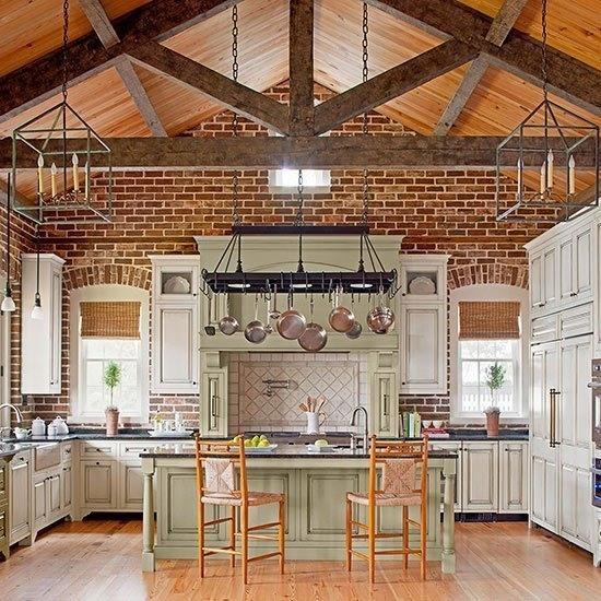 fotos-con-ideas-de-cocinas-de-obra-que-te-van-a-encantar-cocina-ladrillo-techo-madera