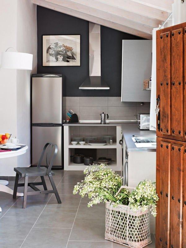 fotos-con-ideas-de-cocinas-de-obra-que-te-van-a-encantar-pared-azul