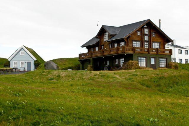 fotos-fachadas-casas-mas-bonitas-modernas-del-mundo-casa-campo-dos-plantas-madera