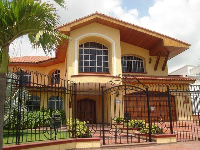 M s de 200 fotos de fachadas de casas modernas y bonitas for Fachadas para residencias