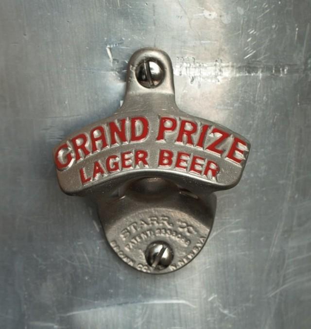 ideas-para-decorar-una-cocina-estilo-vintage-abridor-cerveza