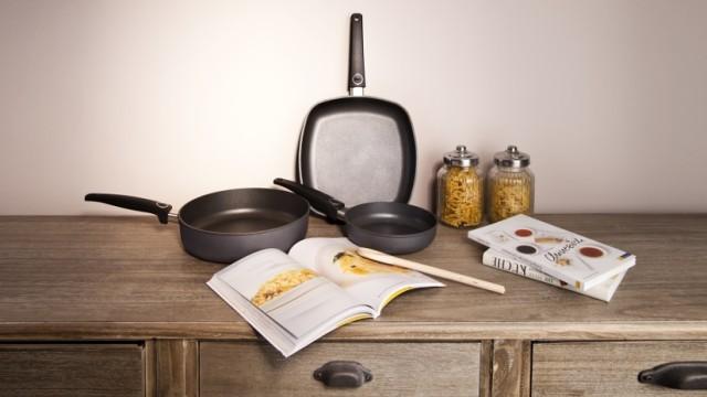 ideas-para-decorar-una-cocina-estilo-vintage-sartenes
