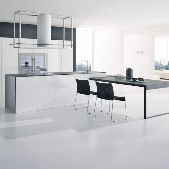 cocinas-blancas-amplias-y-luminosas-cocina-blanca-moderna-mesa-negra