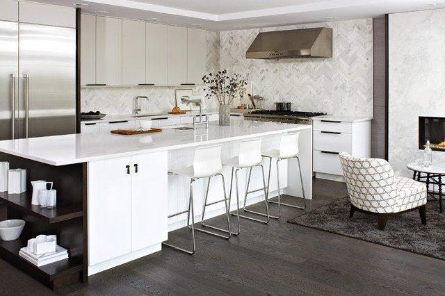 cocinas-blancas-amplias-y-luminosas-cocina-blanca-y-suelo-de-madera