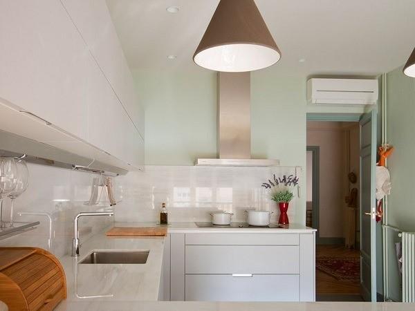kitchens-white-and-aqua